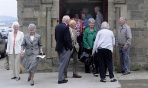 przed kościołem